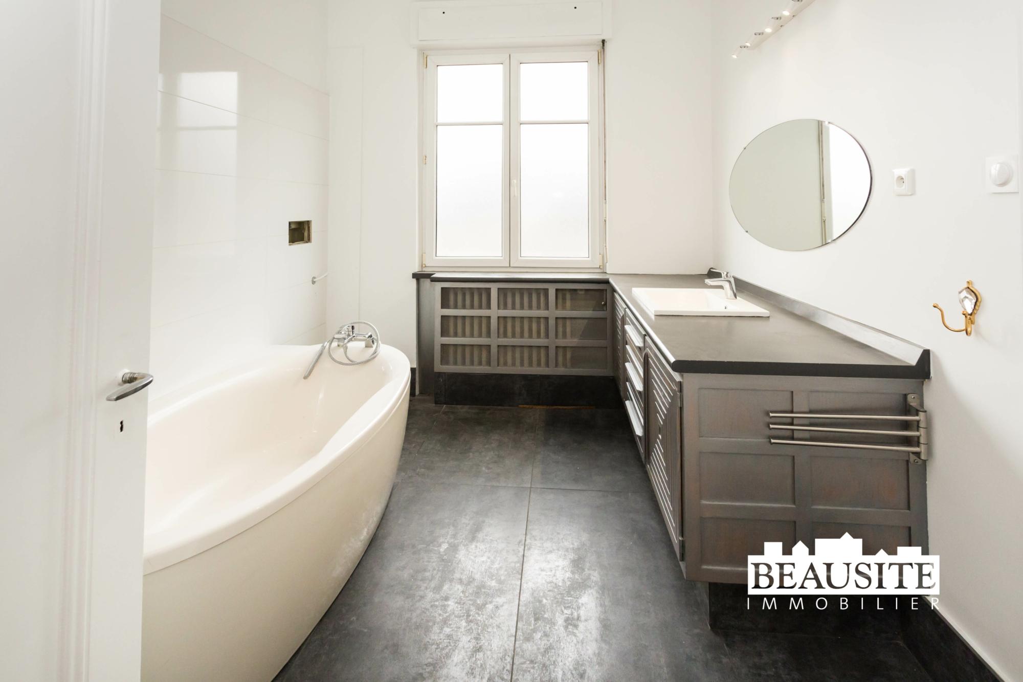 [Gloria] Un magnifique appartement bourgeois avec garage - Contades / Avenue de la Paix - nos ventes - Beausite Immobilier 13