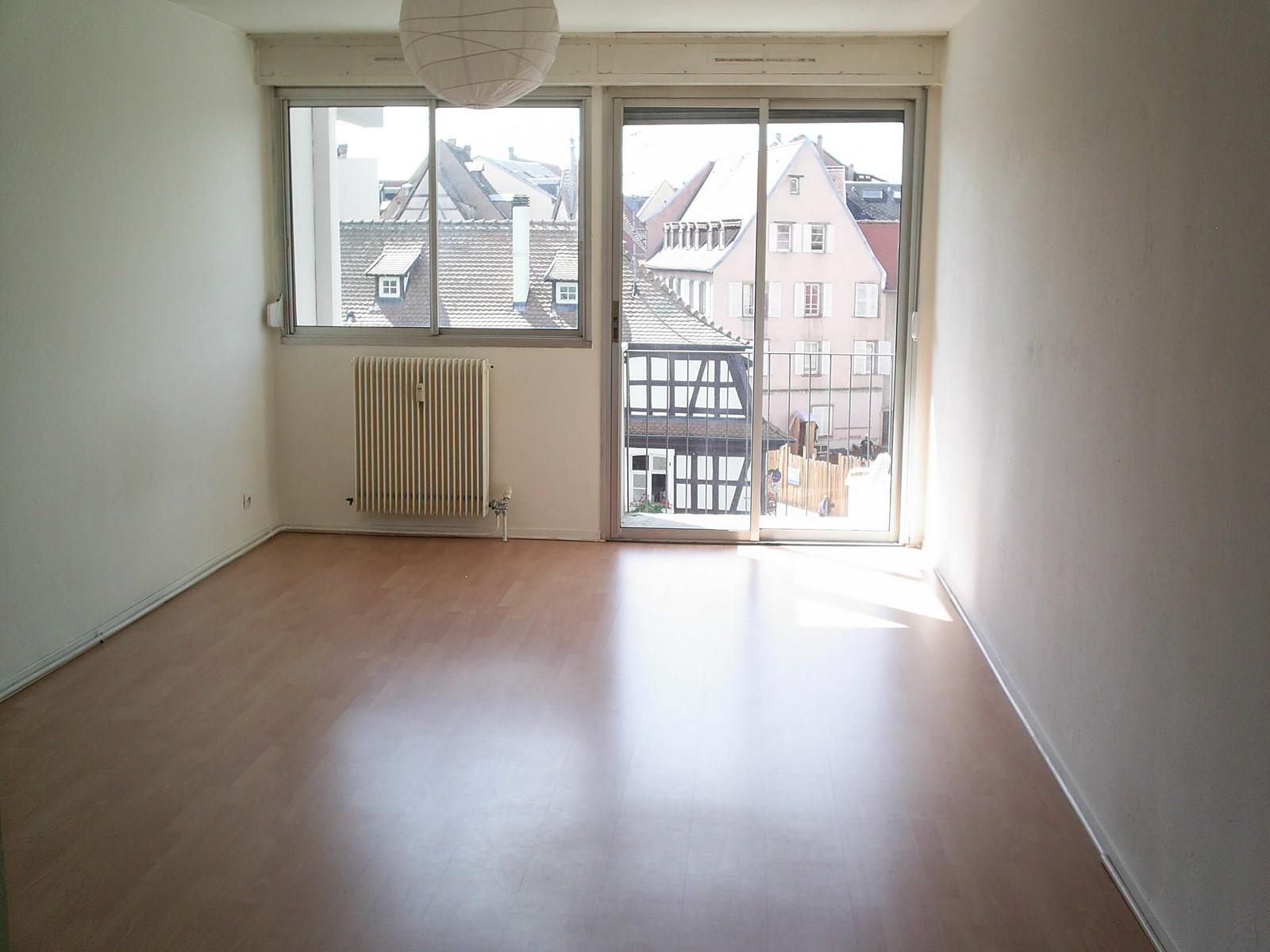 [Le Petite Suisse] Lumineux studio avec balcon – Krutenau / Place de Zurich - nos locations - Beausite Immobilier 1