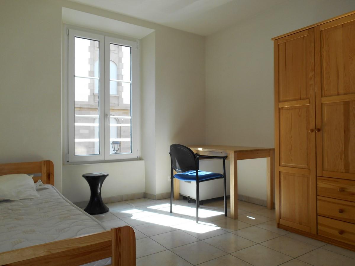 Beau studio meubl quai finkwiller fac de m decine for Location studio meuble strasbourg