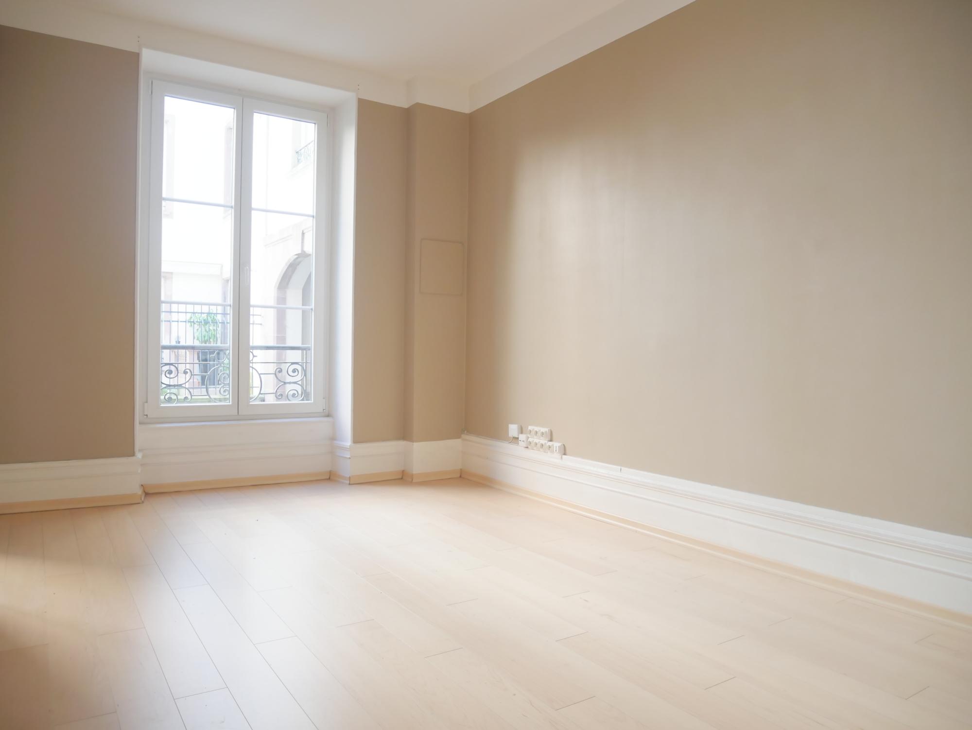 [Triomphe] Local professionnel - C.C les Halles / Quai Kléber - nos locations - Beausite Immobilier 3